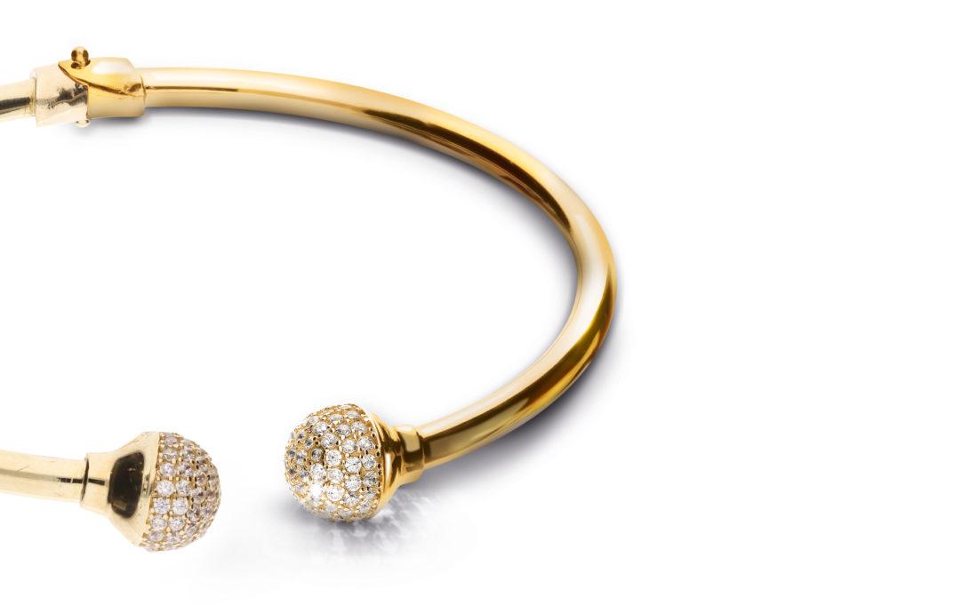 Gold retouched bracele
